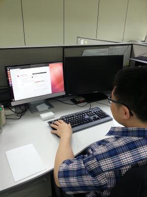Bukwang staff using Ubuntu